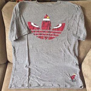 (SALE) ADIDAS-GUC men's T-shirt size (SM)